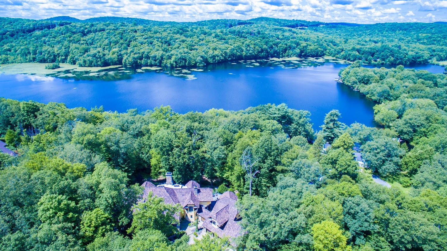 獨棟家庭住宅 為 出售 在 Exclusive Waterfront Home 4 Old Cranberry Road Sloatsburg, 紐約州 10974 美國