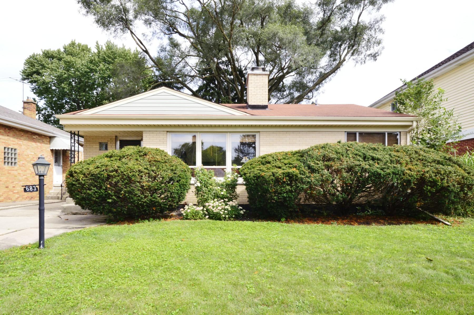 獨棟家庭住宅 為 出售 在 Charming Home in Elmhurst 683 S Hawthorne Avenue Elmhurst, 伊利諾斯州, 60126 美國