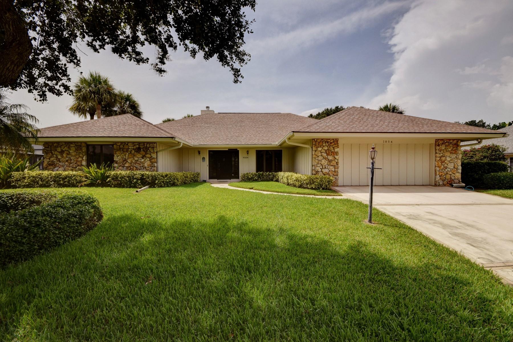 단독 가정 주택 용 매매 에 Exceptional pool home in Castaway Cove 1024 Mangrove Lane Vero Beach, 플로리다 32963 미국