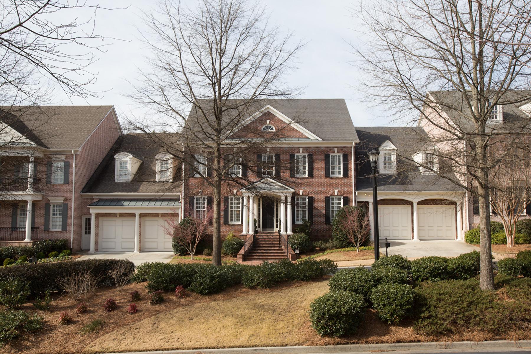 Maison de Ville pour l Vente à Elegant Executive Townhome In Desirable Gated Community 130 Enclave Circle Atlanta, Georgia 30342 États-Unis