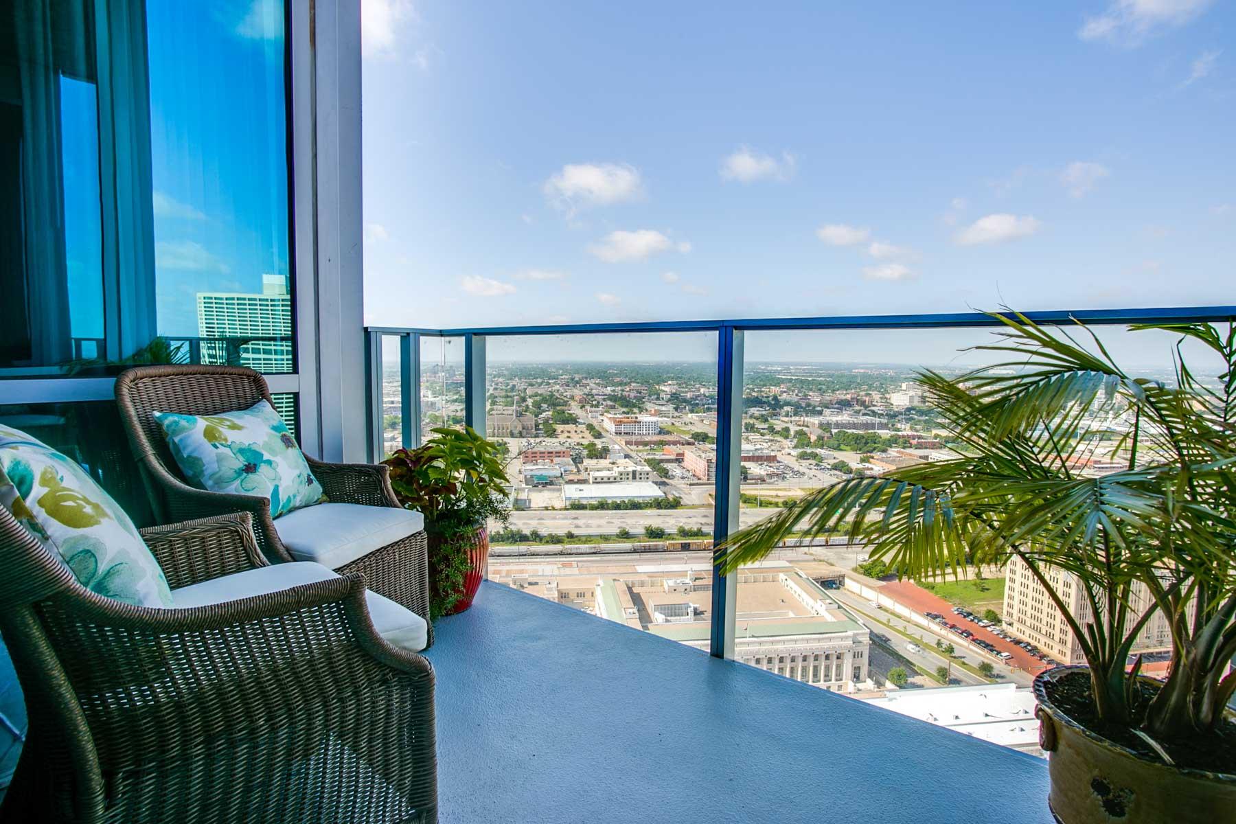 Eigentumswohnung für Verkauf beim The Finest in Modern Luxury 1301 Throckmorton Street, Unit 2805 Fort Worth, Texas, 76102 Vereinigte Staaten