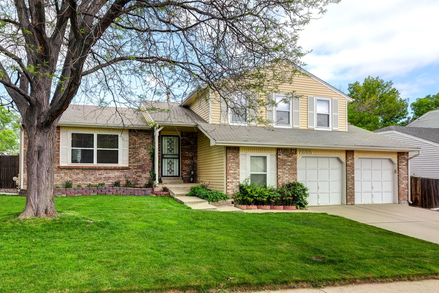 sales property at Perfect home located on quiet street in Oakbrook