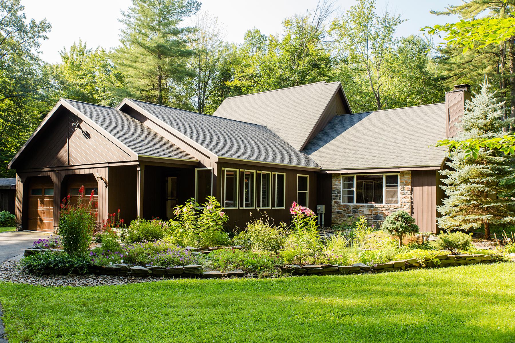 Einfamilienhaus für Verkauf beim Wooded Private Acreage 1044 Saratoga Road Gansevoort, New York 12831 Vereinigte Staaten