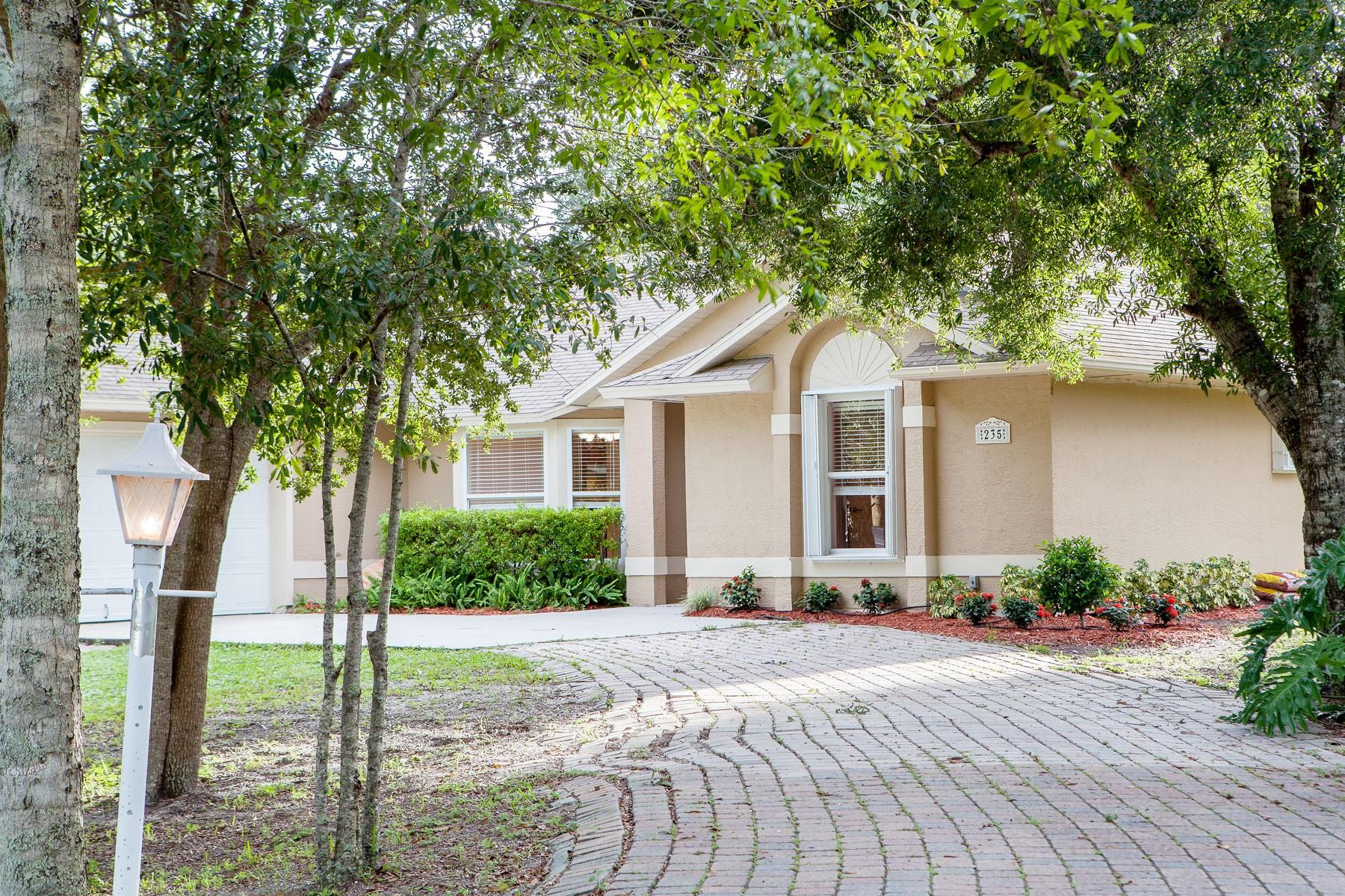 Villa per Vendita alle ore Beautiful Home on 1/2 acre in Westlake Park 235 43d Avenue Vero Beach, Florida 32968 Stati Uniti