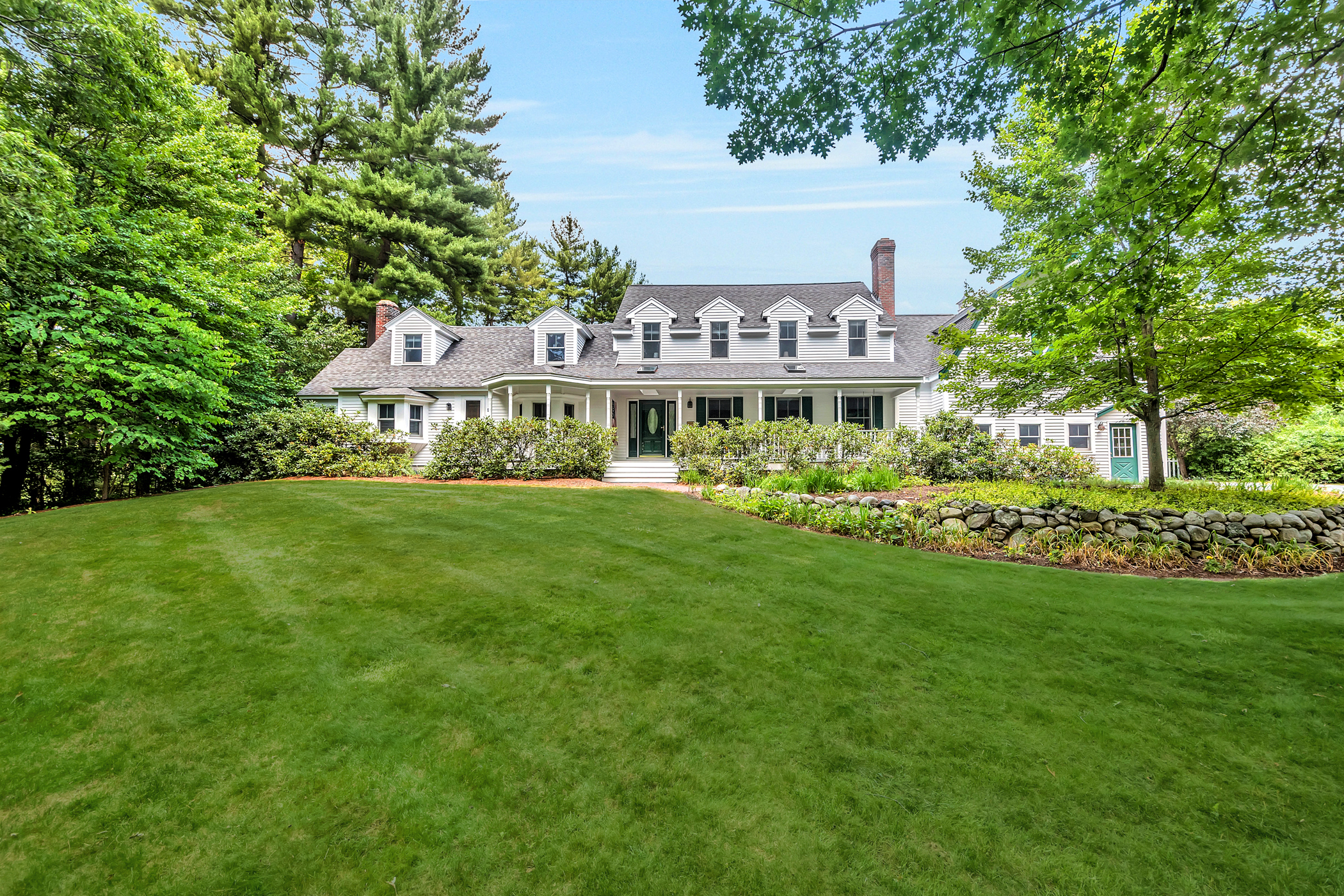 Maison unifamiliale pour l Vente à Sprawling Colonial 42 Pond St Dunstable, Massachusetts, 01827 États-Unis