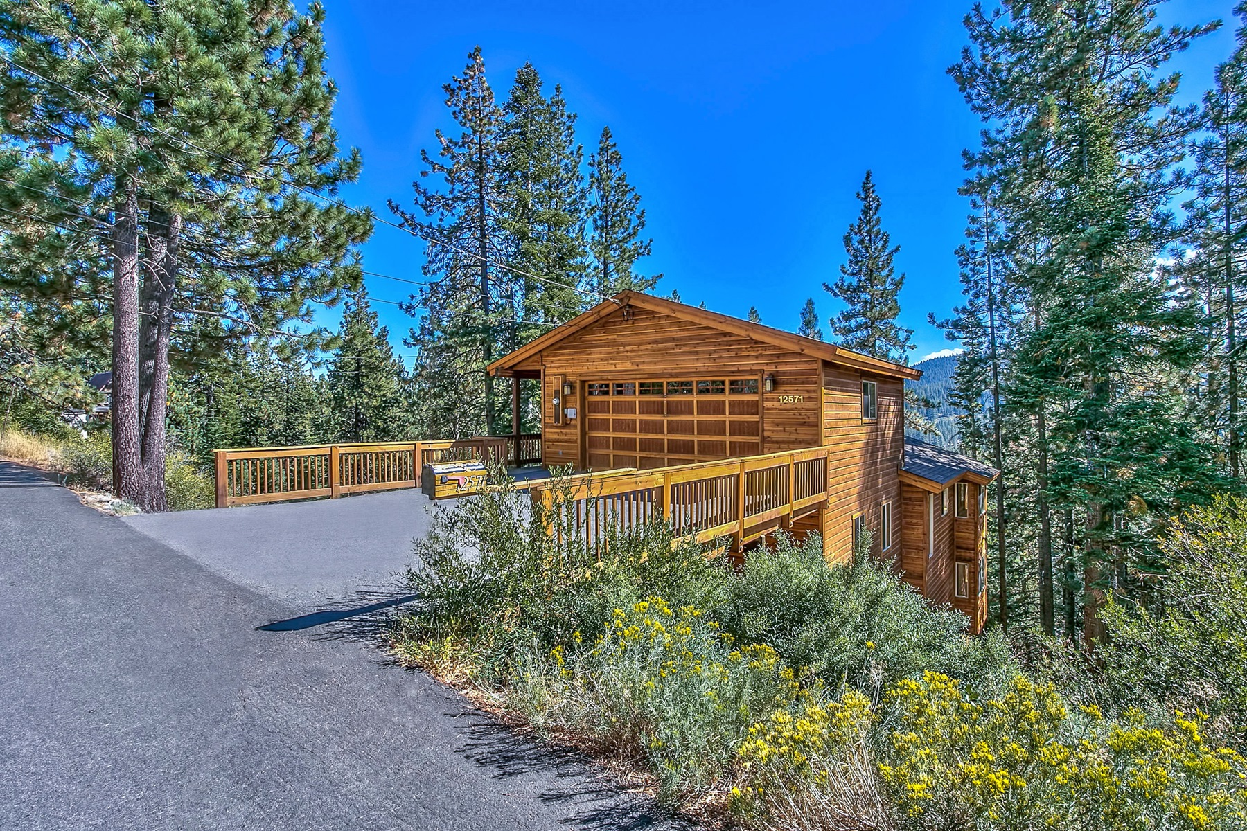 Additional photo for property listing at 12571 E Sierra Drive  Truckee, California 96161 United States
