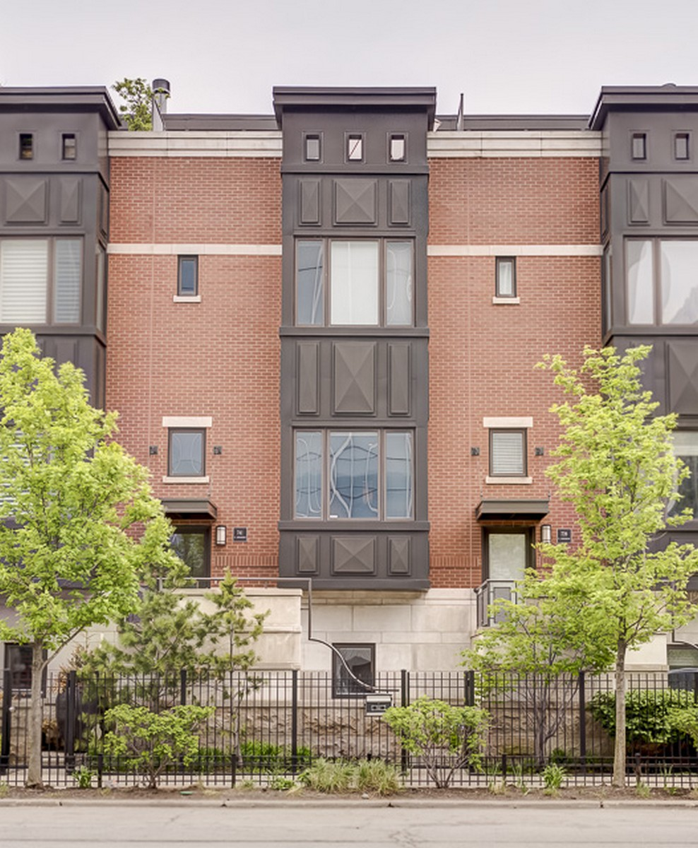 Таунхаус для того Продажа на Sophisticated & Highly Updated Townhome 741 N Kingsbury Street Near North Side, Chicago, Иллинойс, 60654 Соединенные Штаты