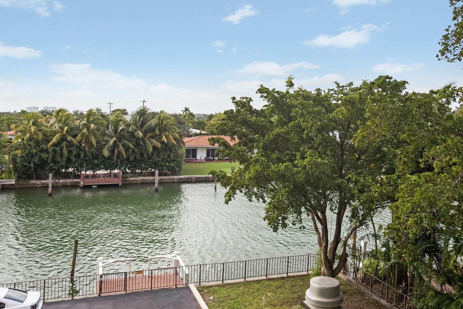 Condominio por un Venta en 10000 W Bay Harbor Dr #301 Bay Harbor Islands, Florida 33154 Estados Unidos