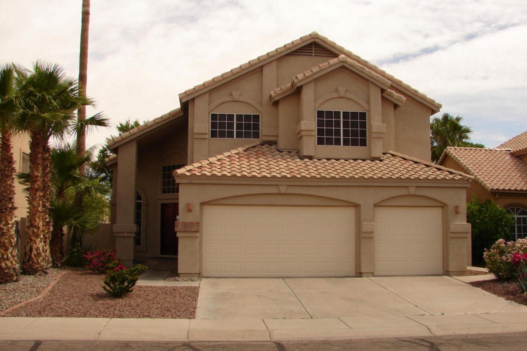 Maison unifamiliale pour l Vente à Stunning Lakewood home on quiet street 3812 E BRIARWOOD TER Phoenix, Arizona 85048 États-Unis