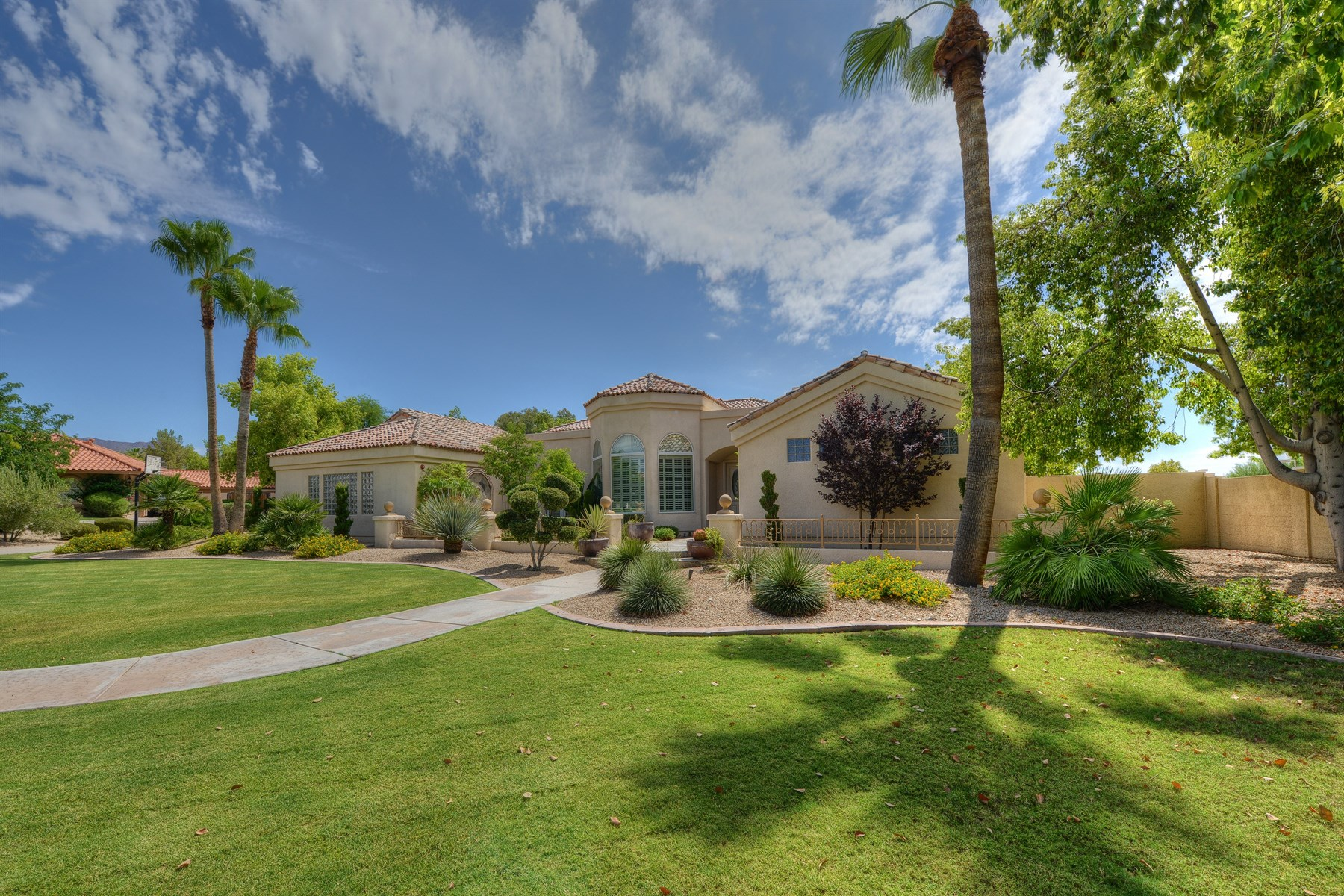 Villa per Vendita alle ore Gorgeous custom estate with four bedrooms and three and a half baths. 12121 N 104TH WAY Scottsdale, Arizona 85259 Stati Uniti