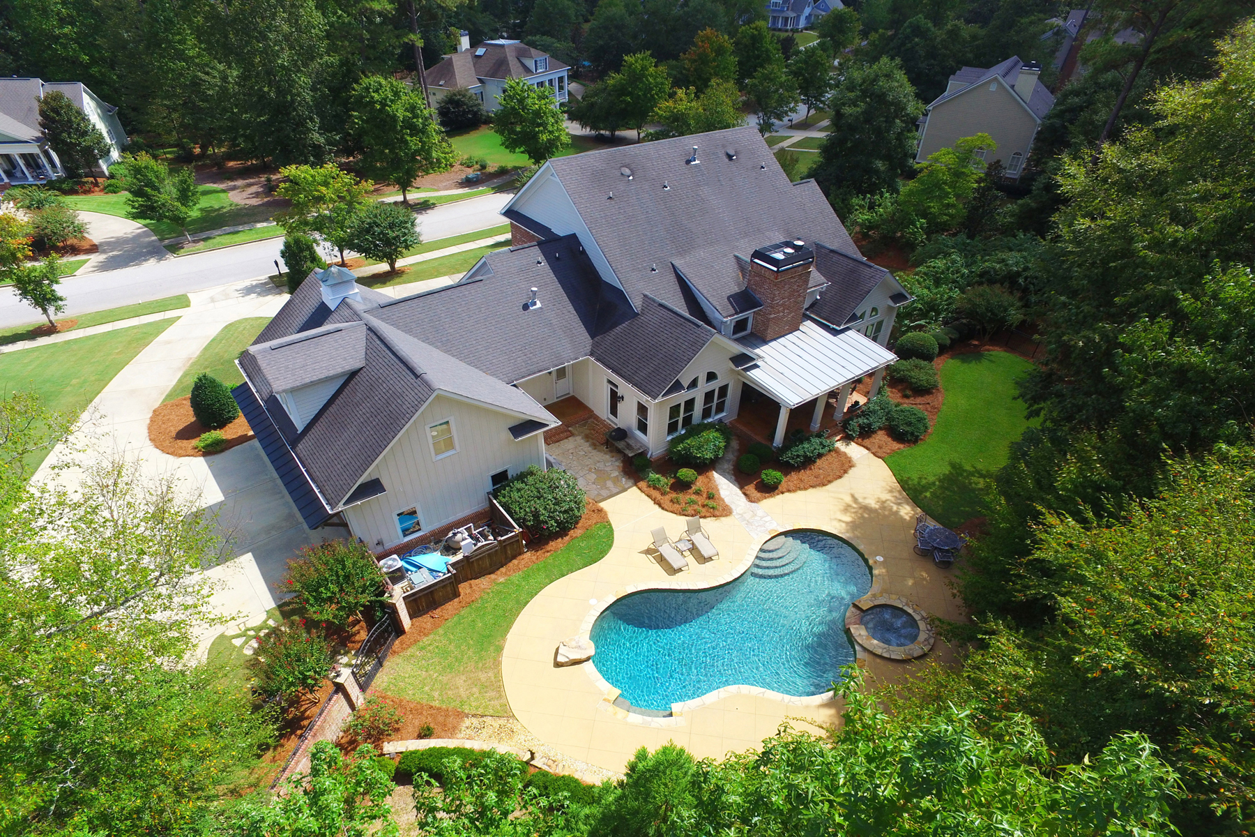 Additional photo for property listing at Magnificent Highgrove Custom Built Home With Rare Main Level Walkout To PoolSpa 130 Whitegate Drive Fayetteville, Georgië 30215 Verenigde Staten