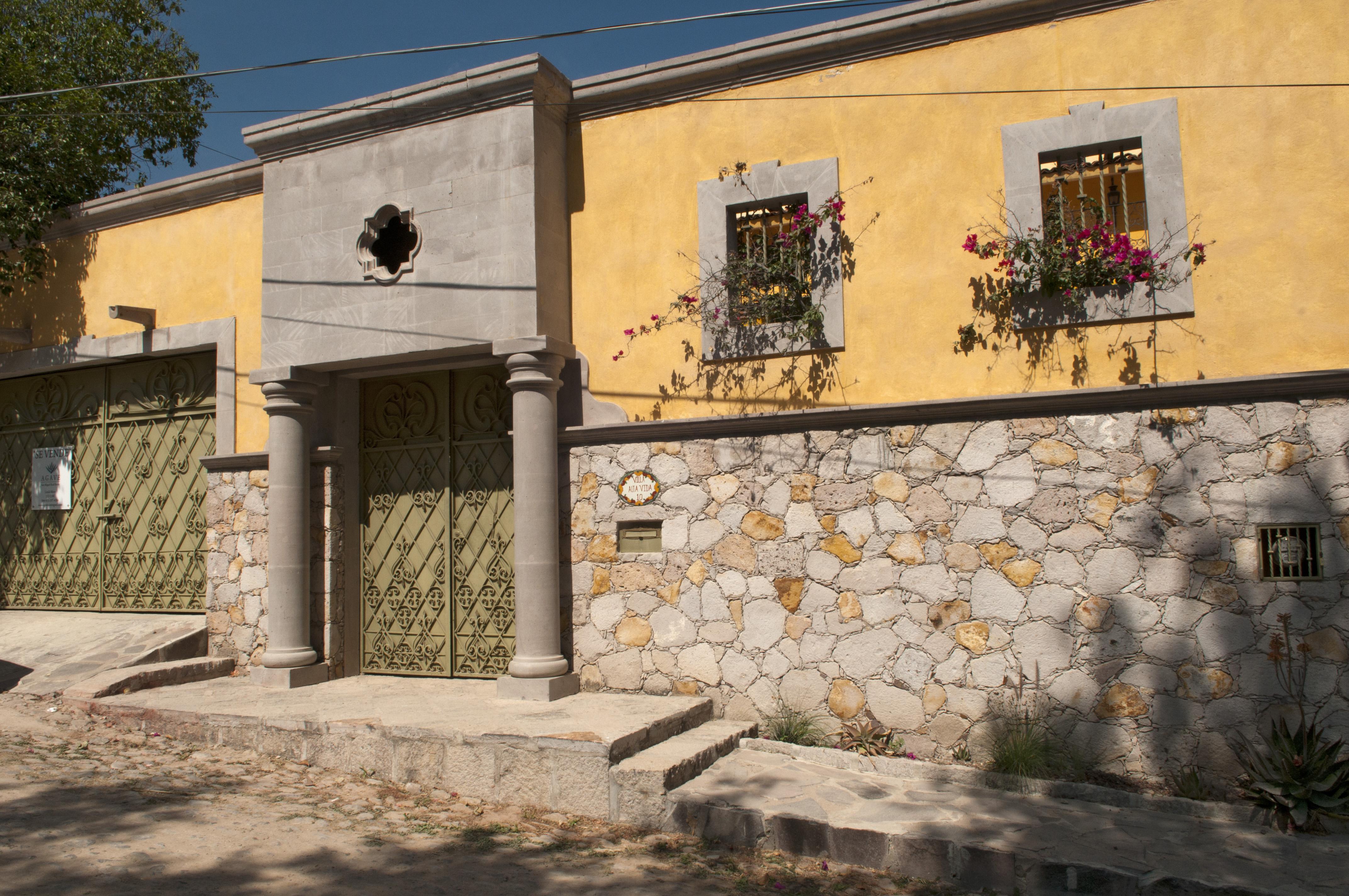 Частный односемейный дом для того Продажа на Casa Aguila Los Frailes, San Miguel De Allende, Guanajuato Мексика