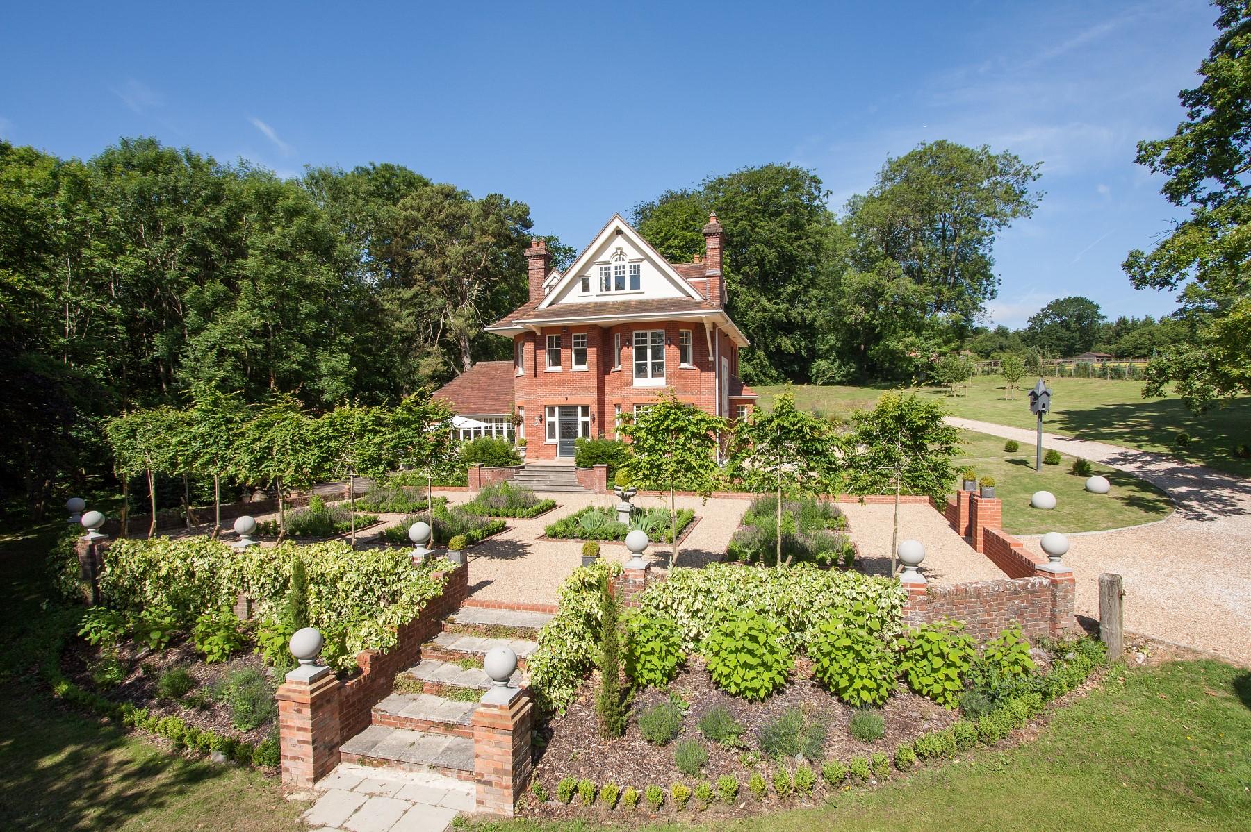 Maison unifamiliale pour l Vente à Edwardian Country Home Farringdon Other England, Angleterre, GU343ND Royaume-Uni