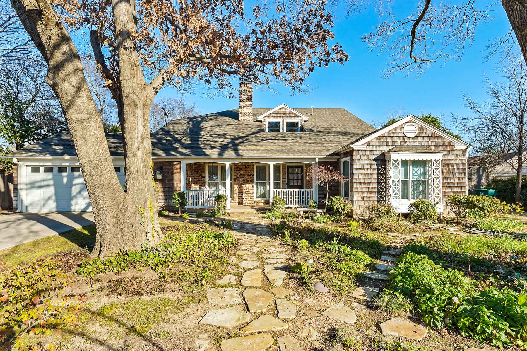 Single Family Home for Sale at Charming Monticello Traditional 208 Lindenwood Drive Fort Worth, Texas, 76107 United States