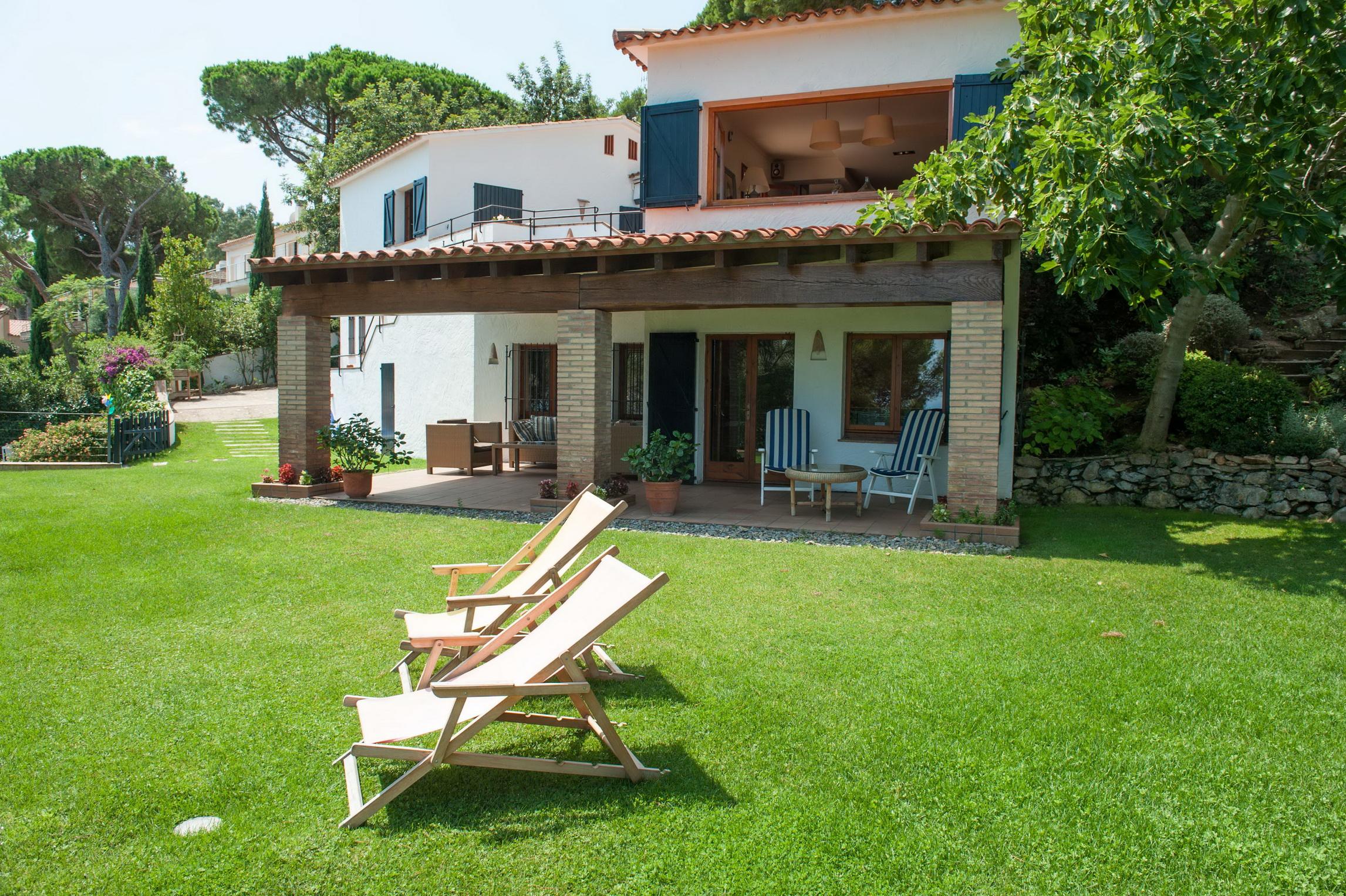 Nhà ở một gia đình vì Bán tại Marvellous house for sale near the beachfront with stunning sea views Begur, Costa Brava 17255 Tây Ban Nha