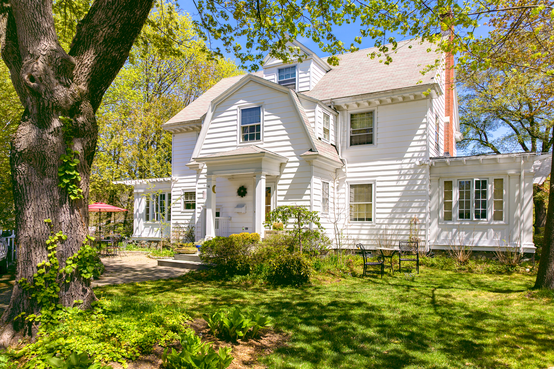 Single Family Home for Sale at 583 Shore Road Cape Elizabeth, Maine, 04107 United States