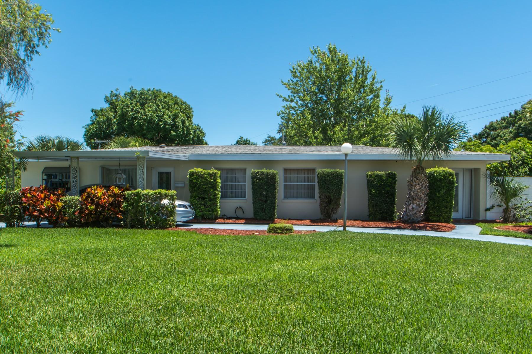 Maison unifamiliale pour l Vente à 343 Patrick Circle Melbourne, Florida, 32901 États-Unis