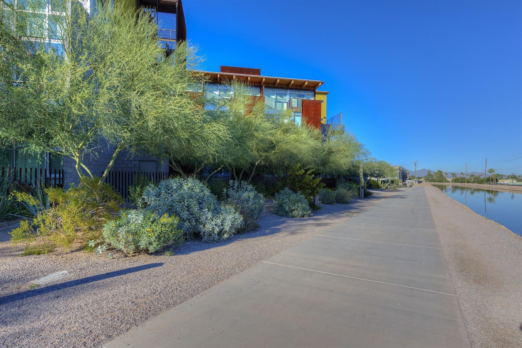 Residência urbana para Venda às Two-Story Modern And Edgy End-Unit Is On The Top Floor Of Safari Drive 4745 N Scottsdale Rd #4001 Scottsdale, Arizona 85251 Estados Unidos