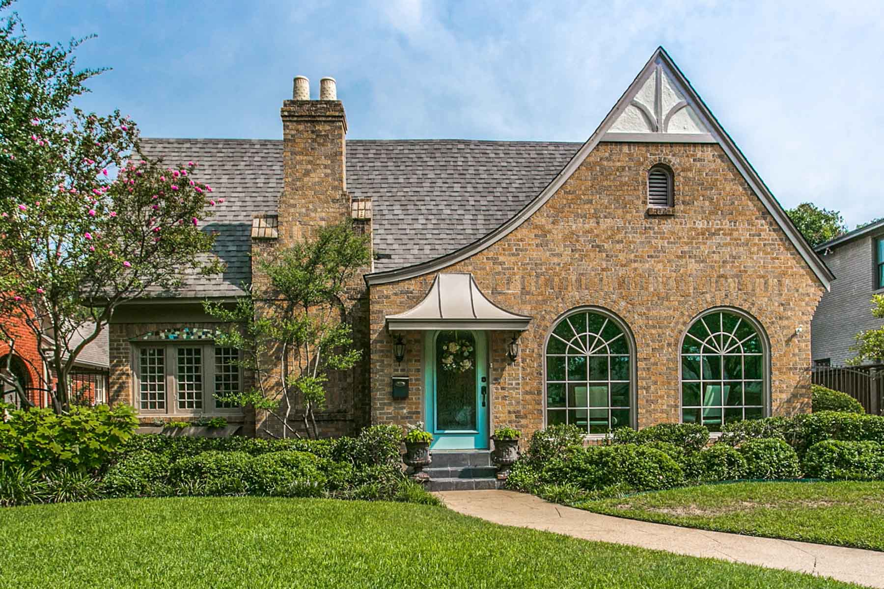 Single Family Home for Sale at Timeless Style Berkeley Beauty 2036 Hawthorne Avenue Fort Worth, Texas, 76110 United States