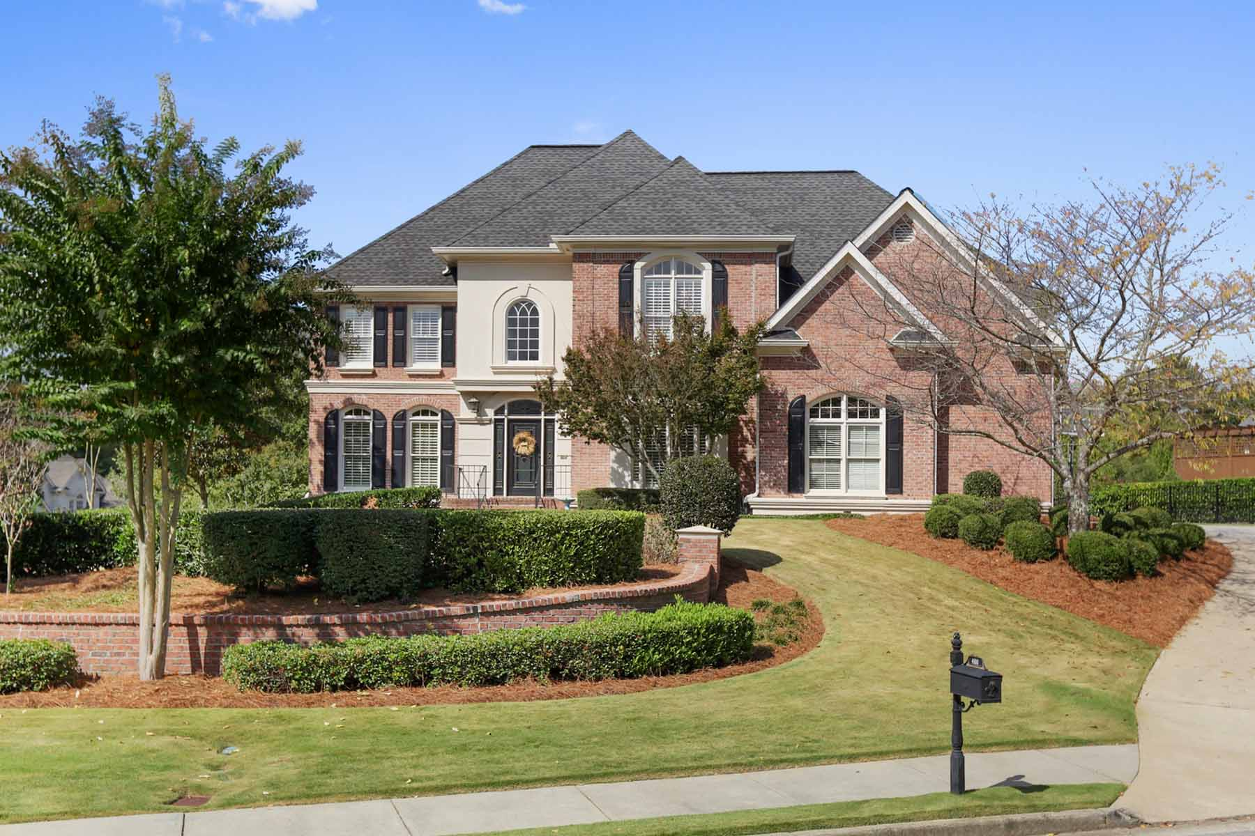 Villa per Vendita alle ore Fabulous Brick Traditional Home in Popular Wellington Lake 4100 Wellington Lake Peachtree Corners, Georgia, 30097 Stati Uniti