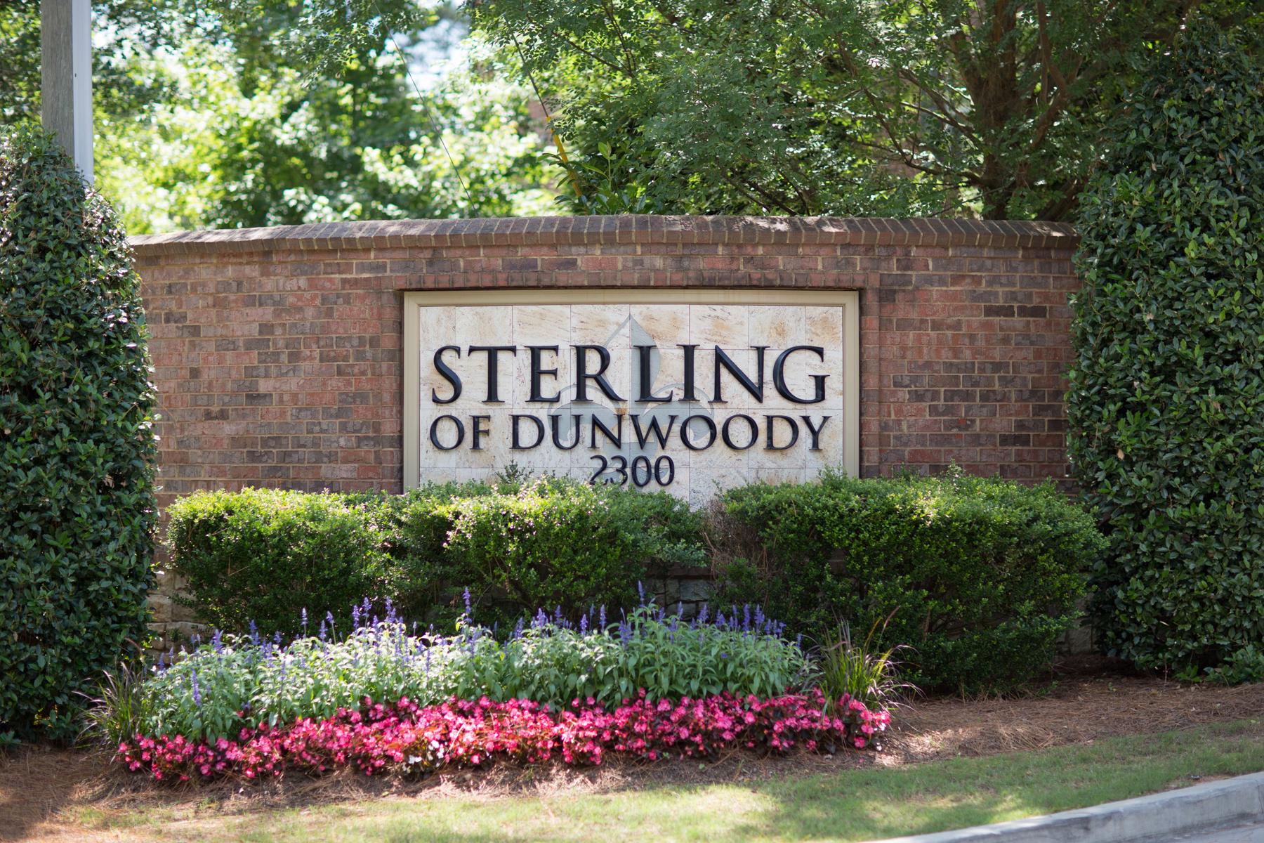 Copropriété pour l Vente à Beautiful Dunwoody Luxury Condo 2300 Peachford Road, No. 1308 Atlanta, Georgia 30338 États-Unis