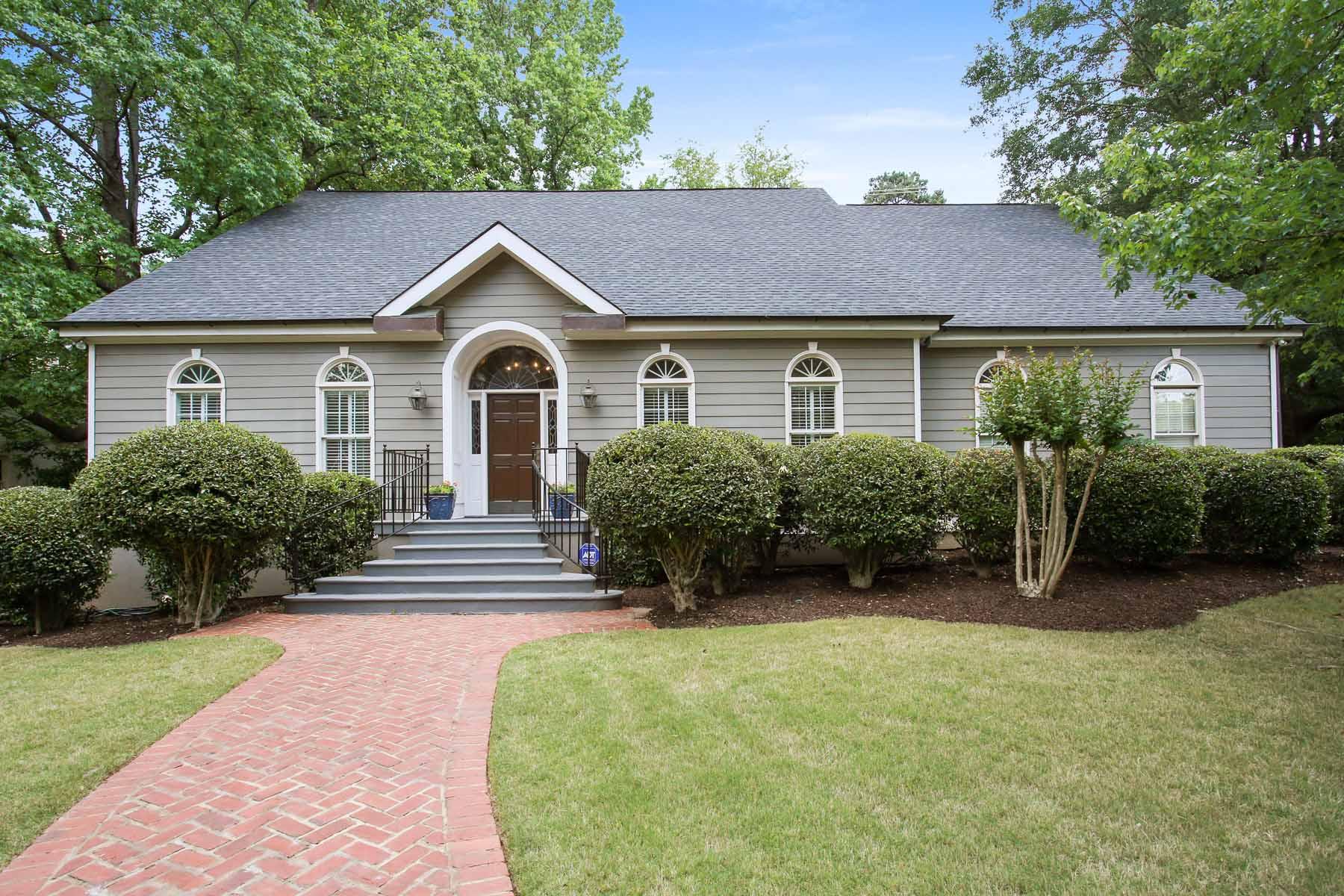 Частный односемейный дом для того Продажа на Charming Buckhead Home 2561 Westminster Heath NW Atlanta, Джорджия, 30327 Соединенные Штаты