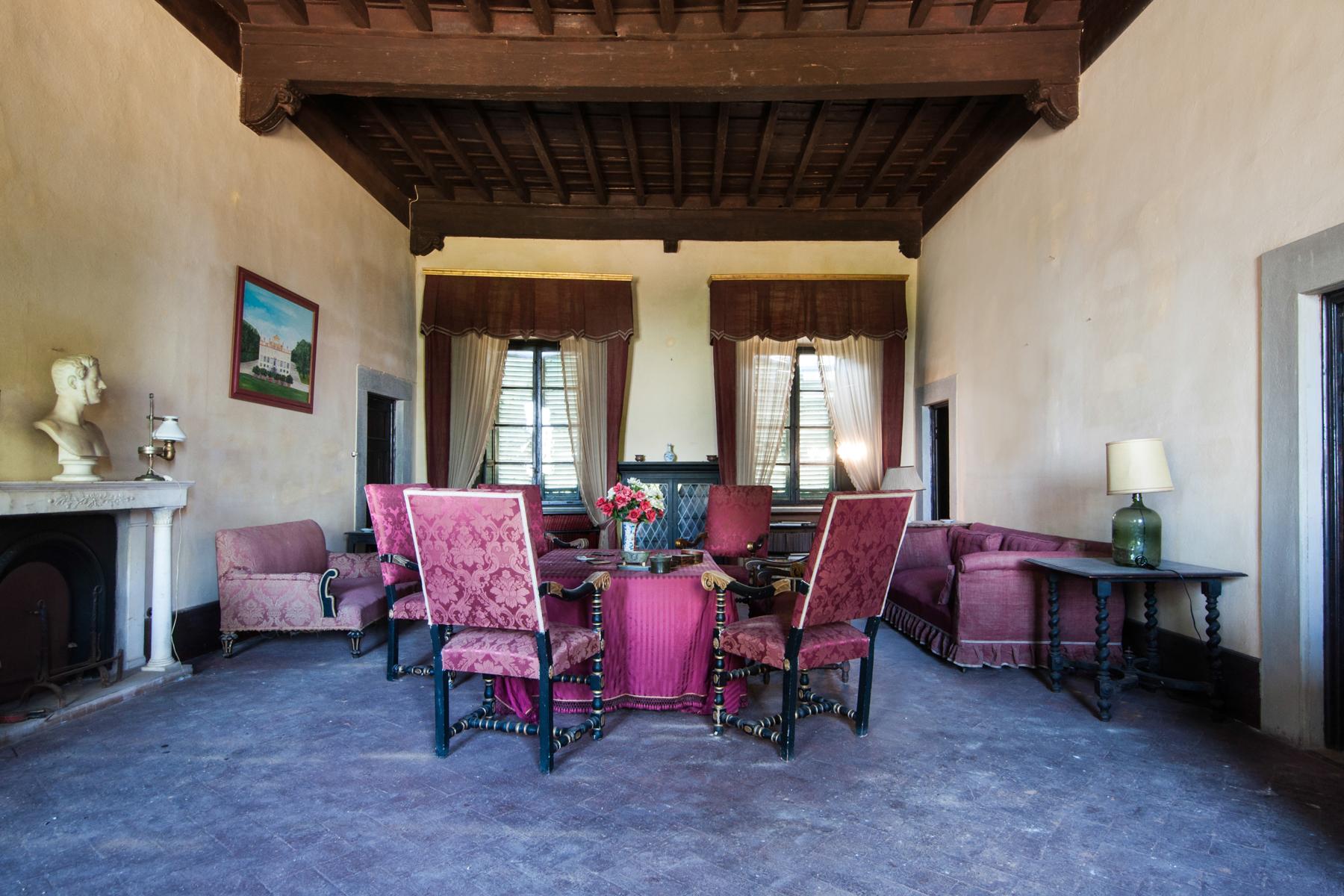 Additional photo for property listing at Splendid villa in Lucca countryside Via di Vicopelago Pozzuolo, Lucca 55100 Italy