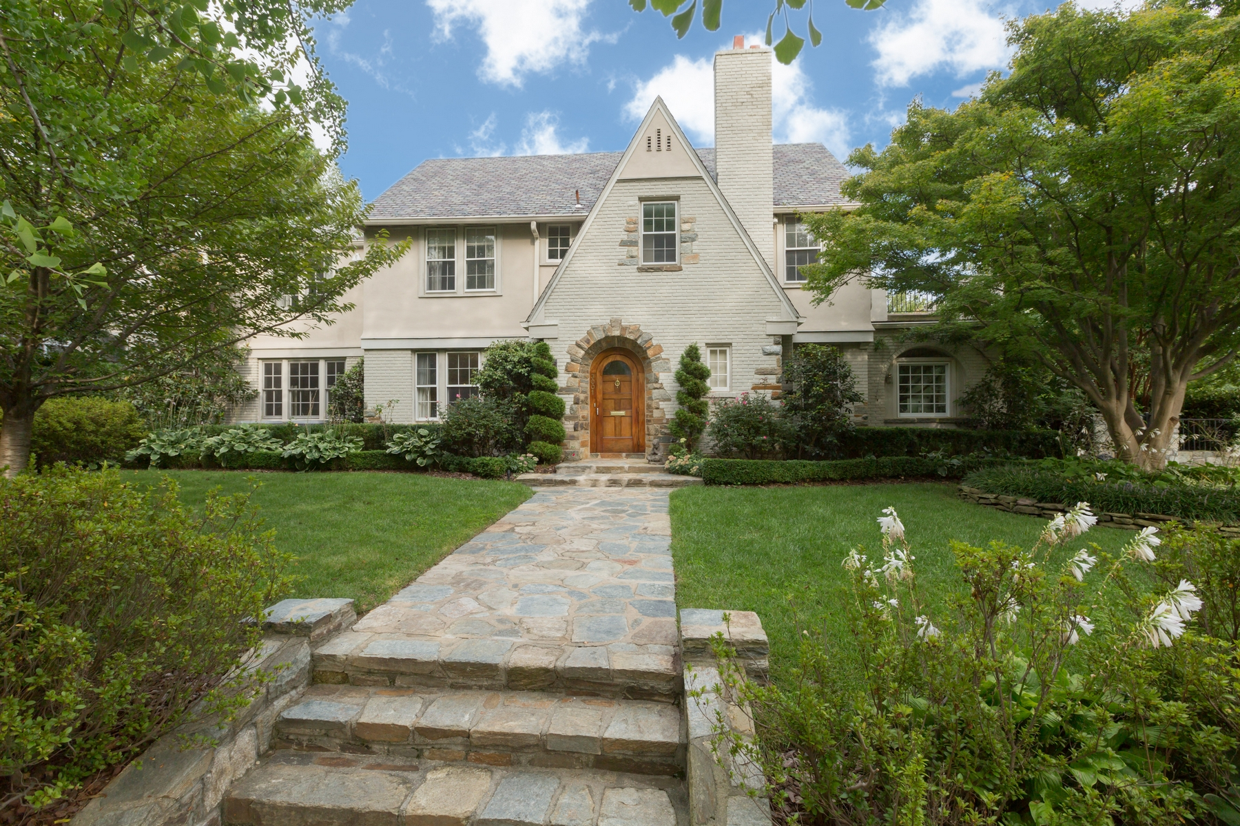 Villa per Vendita alle ore Wesley Heights 3001 44th Place NW Wesley Heights, Washington, Distretto Di Columbia 20016 Stati Uniti