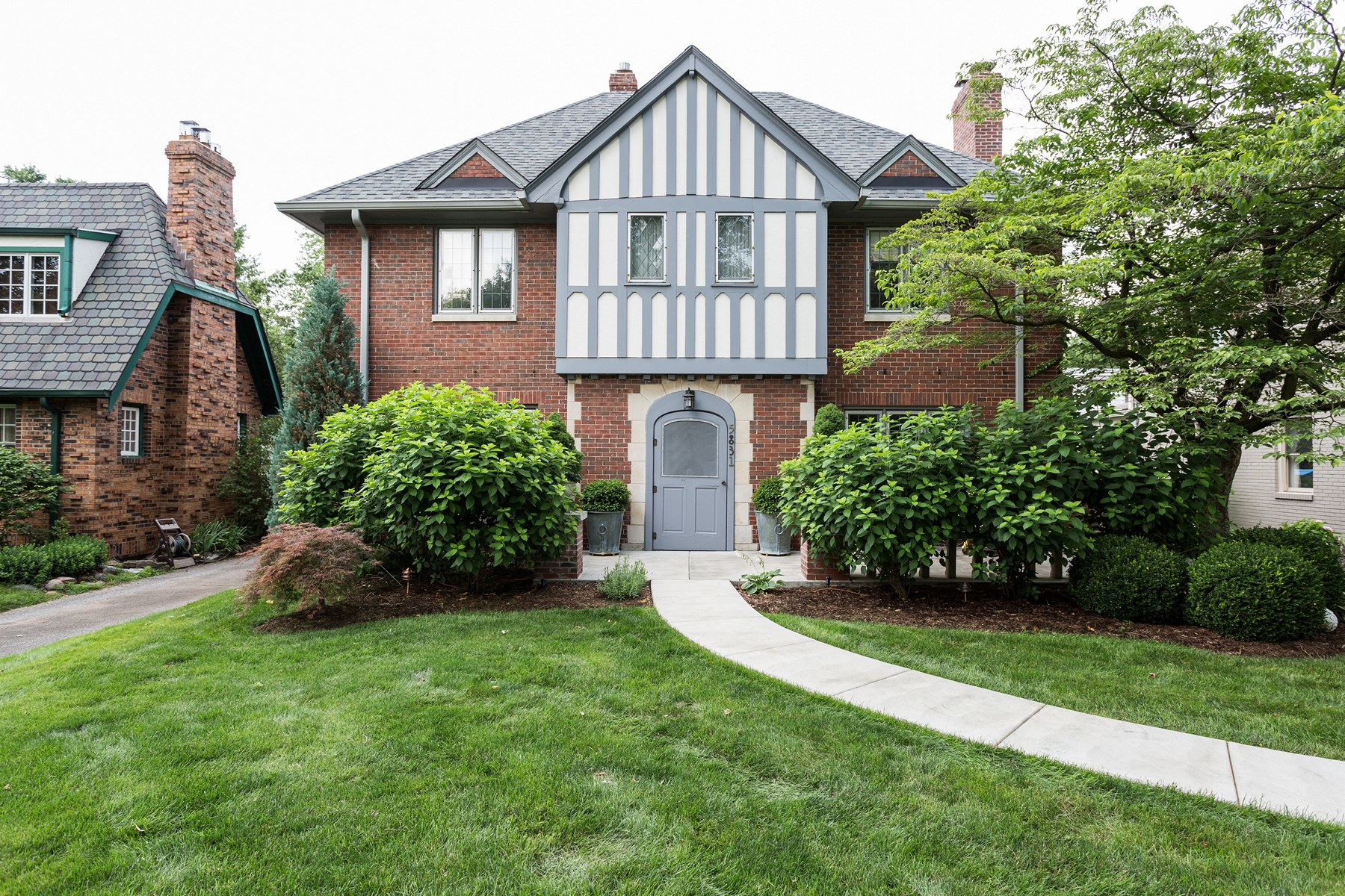 Single Family Home for Sale at Quintessential Meridian Kessler Residence 5831 Washington Boulevard Indianapolis, Indiana 46220 United States