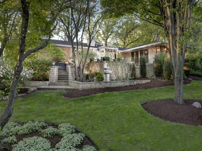 独户住宅 为 销售 在 Tranquil Living 11317 Country Club Road 伍德斯托克, 伊利诺斯州 60098 美国