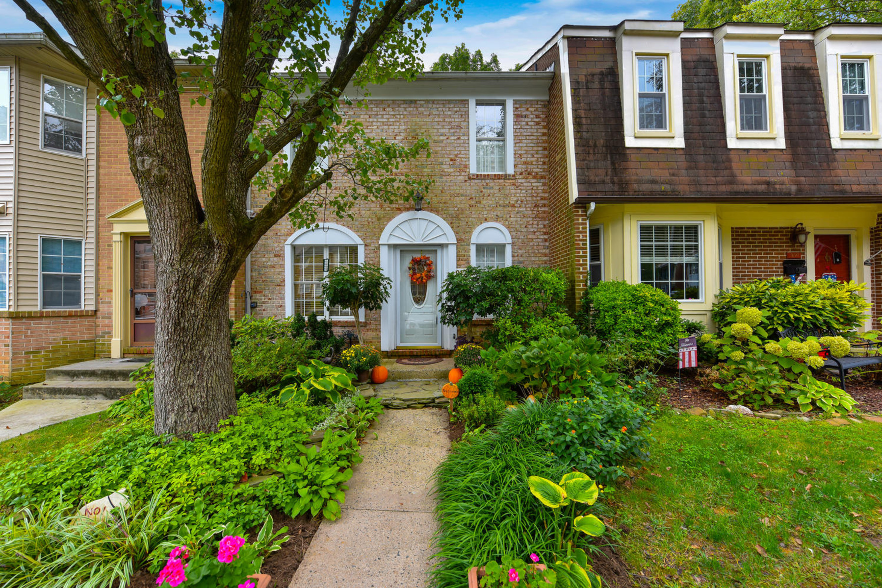 Townhouse for Sale at Glenwood Manor 9125 Galbreth Ct Springfield, Virginia 22153 United States