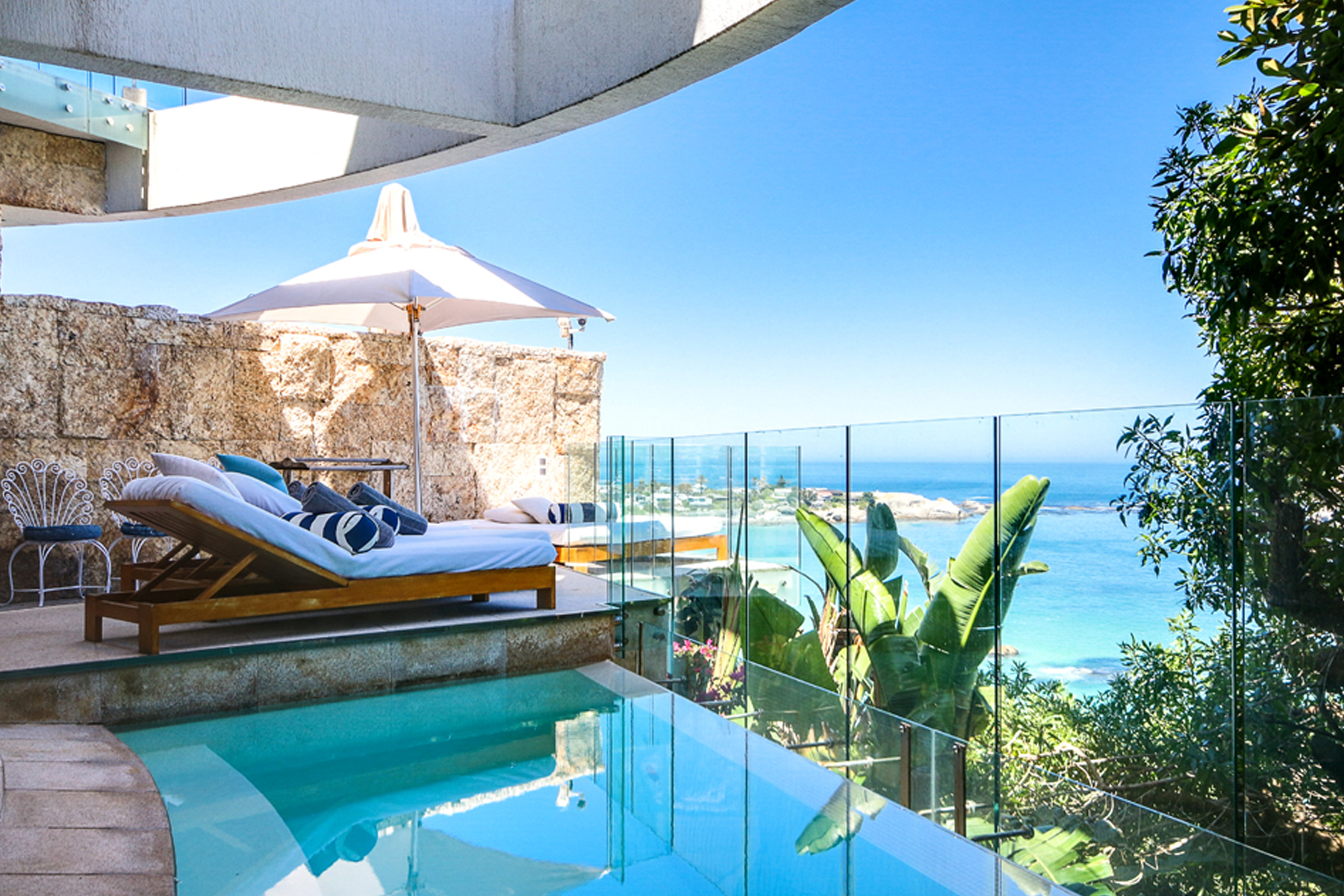 Casa Unifamiliar por un Venta en A Tranquil retreat right on the beach Cape Town, Provincia Occidental Del Cabo, 8005 Sudáfrica