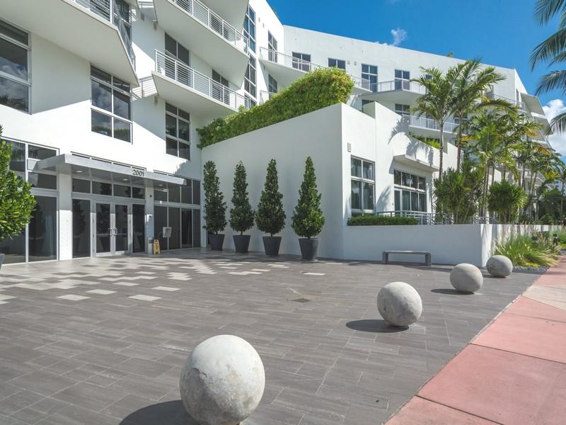 Condomínio para Venda às 2001 Meridian Av PH-17 Miami Beach, Florida 33139 Estados Unidos