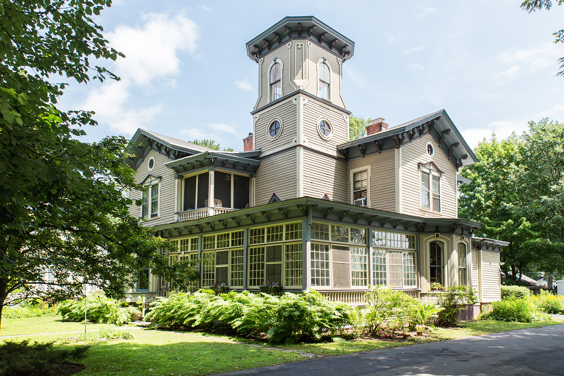 Mehrfamilienhaus für Verkauf beim Historic Italiante overlooking Congress Park 34 Circular Street Saratoga Springs, New York 12866 Vereinigte Staaten