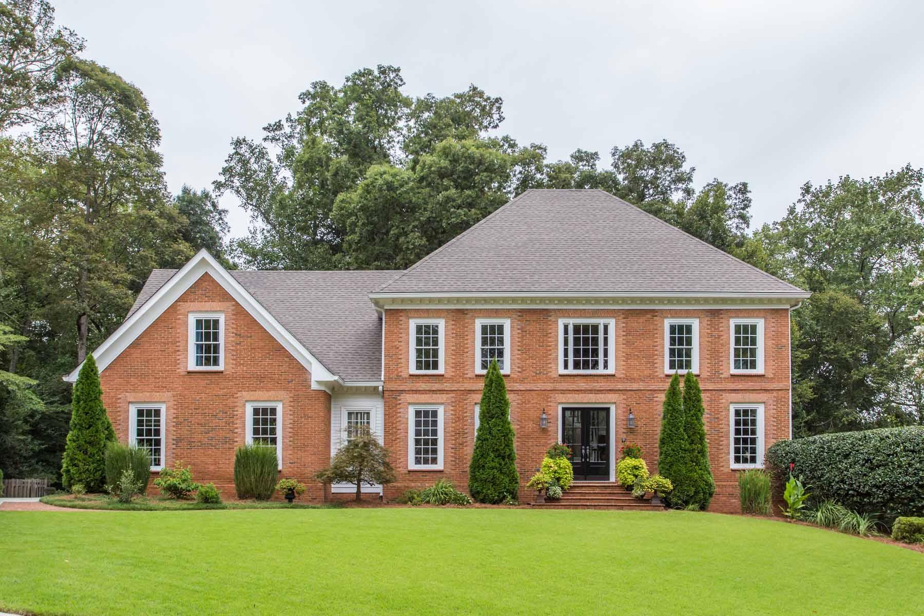 独户住宅 为 销售 在 Stunning and Spacious 430 Glenmont Court Sandy Springs, 乔治亚州 30350 美国