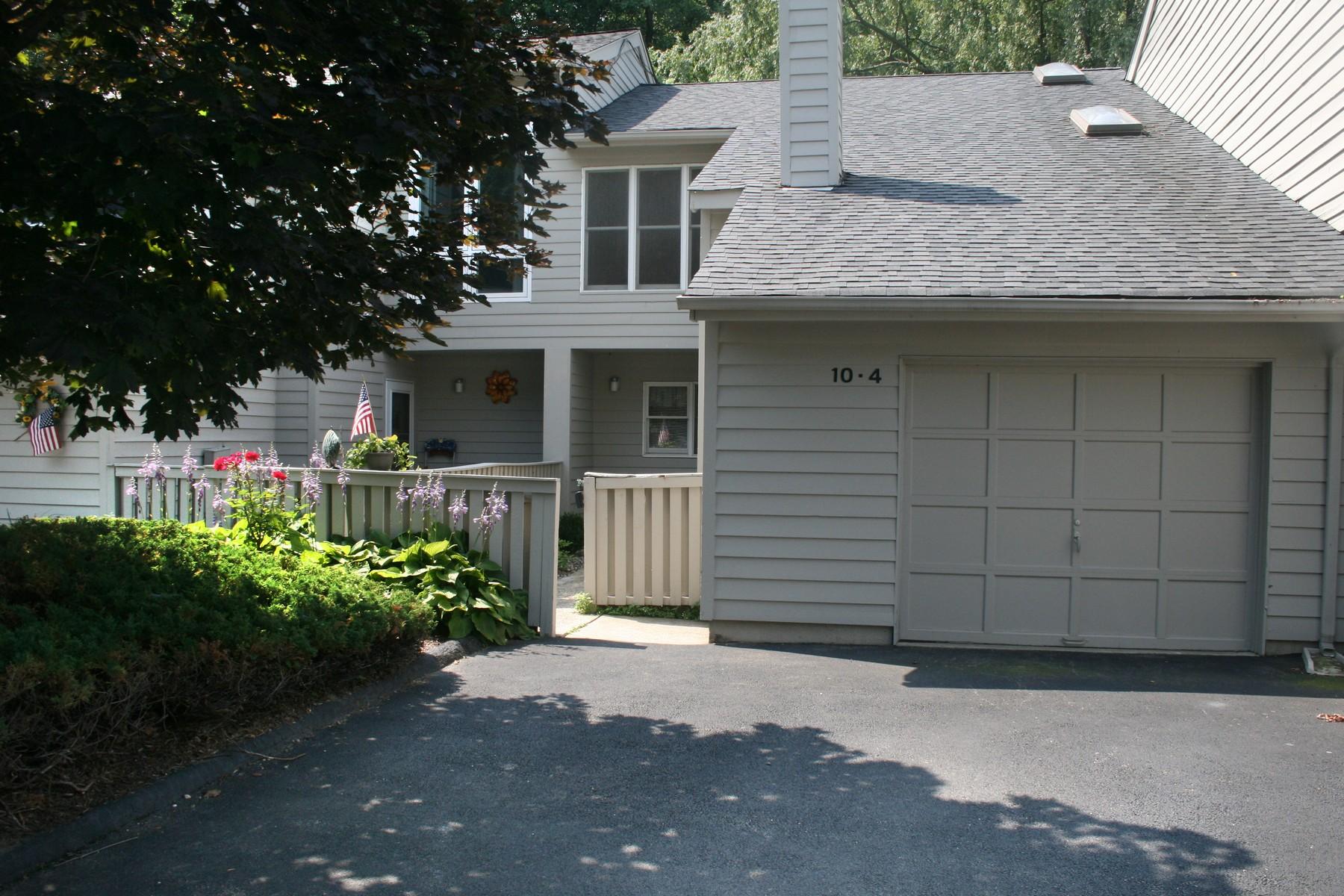 Residência urbana para Venda às Commuters Dream 10 4 Brooke Club, Unit 4 Ossining, Nova York 10562 Estados Unidos