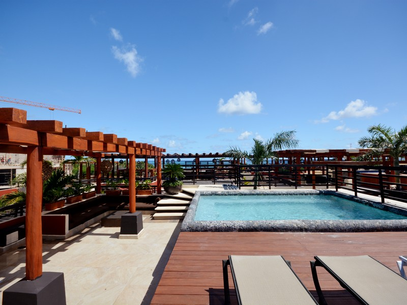 Additional photo for property listing at SOPHISTICATED OCEANVIEW PENTHOUSE Sophisticated Oceanview Penthouse Av. Cozumel entre calles 26 y 28 norte Playa Del Carmen, Quintana Roo 77710 Mexico