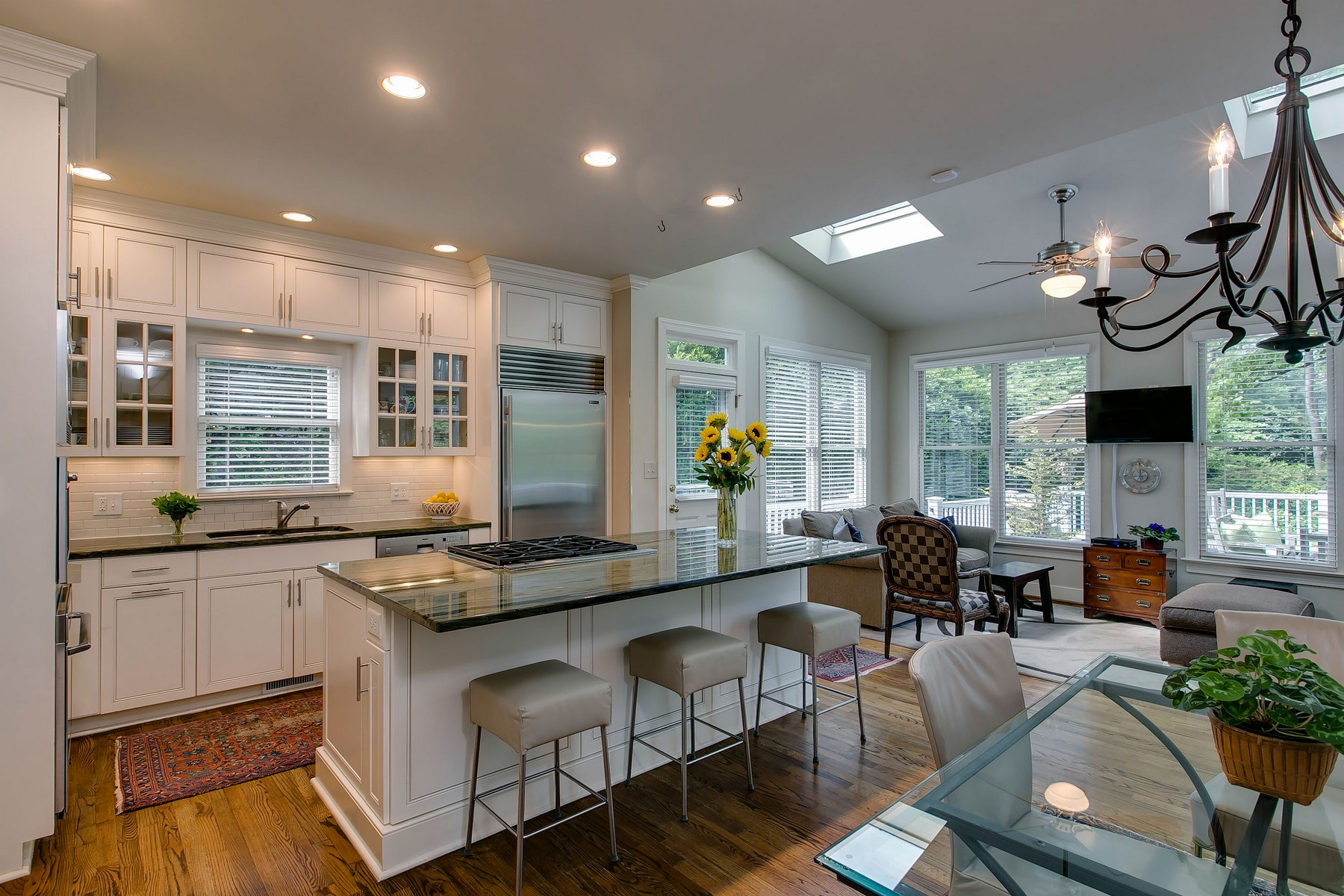 Additional photo for property listing at 2519 Wake Drive  Raleigh, Carolina Del Norte 27608 Estados Unidos