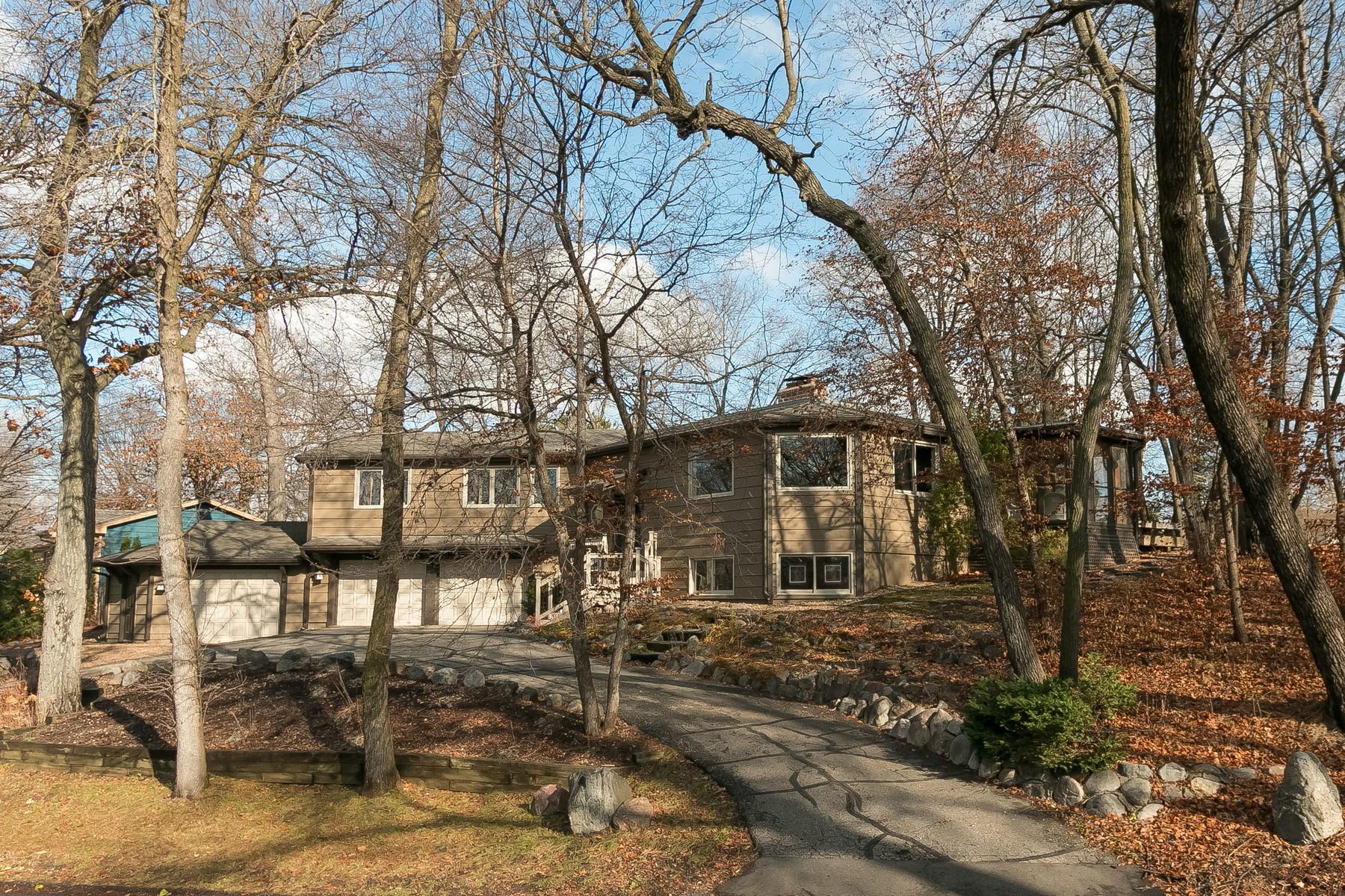 Maison unifamiliale pour l Vente à 7022 Dakota Circle Chanhassen, Minnesota 55317 États-Unis