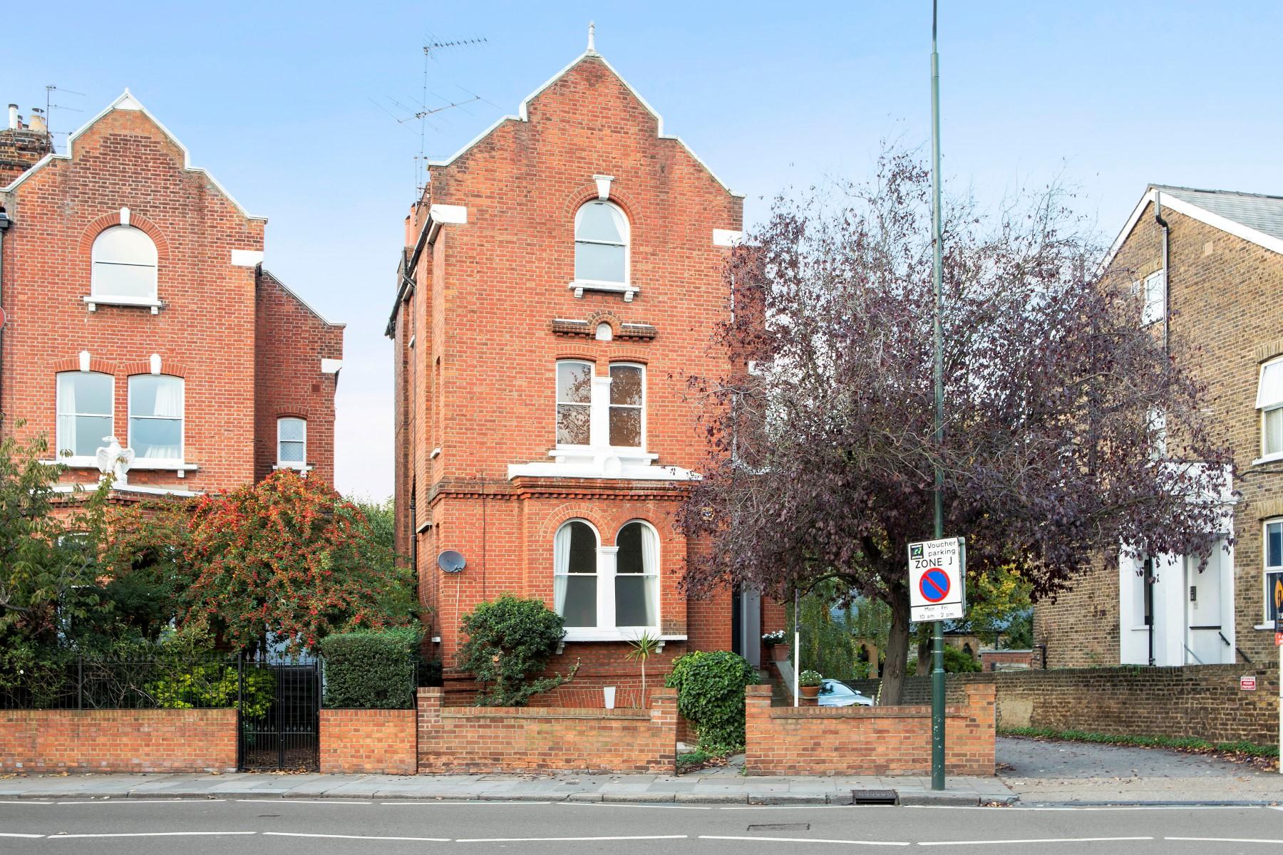 Частный односемейный дом для того Продажа на Richmond Sheen Road Richmond, Англия, TW91UU Великобритания