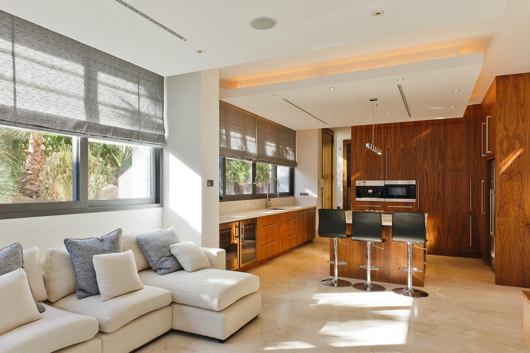 Property Of Außergewöhnliche moderne Villa