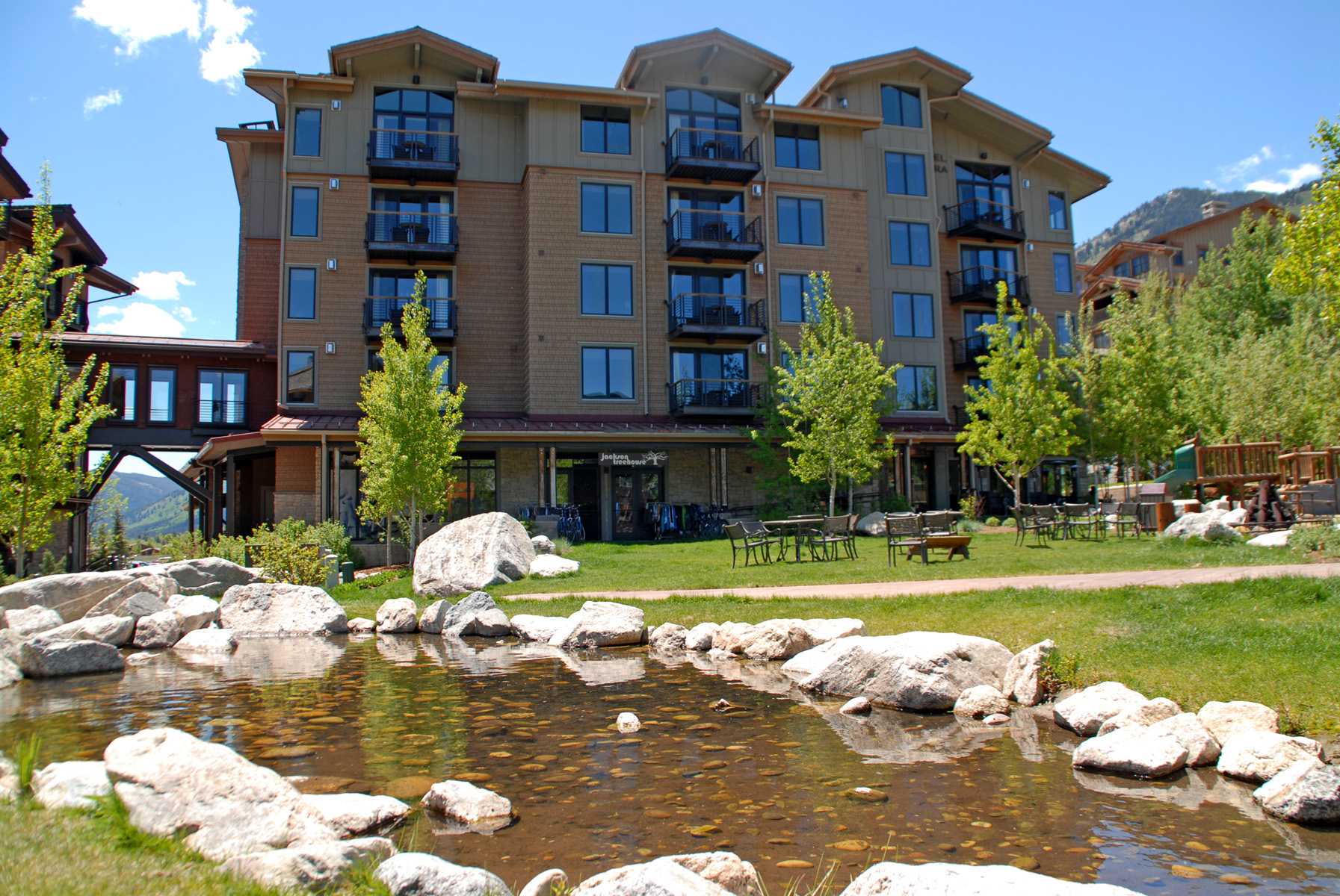 Copropriété pour l Vente à Hotel Terra ski-in/ski-out condo 3335 W. Village Road Unit 223 Teton Village, Wyoming, 83025 Jackson Hole, États-Unis