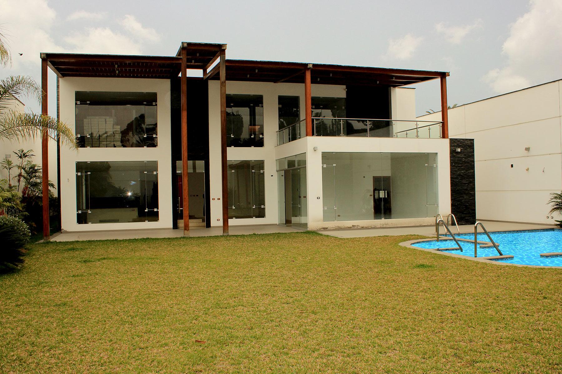 Multi-Family Home for Sale at Hermosa casa en Rinconada del Lago Michigan, Rinconada del Lago Other Peru, Other Areas In Peru, 12 Peru