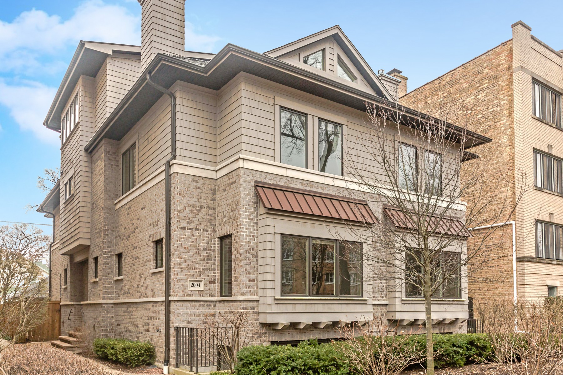 Maison unifamiliale pour l Vente à The Absolute Best Location! 2004 Harrison Street Evanston, Illinois, 60201 États-Unis