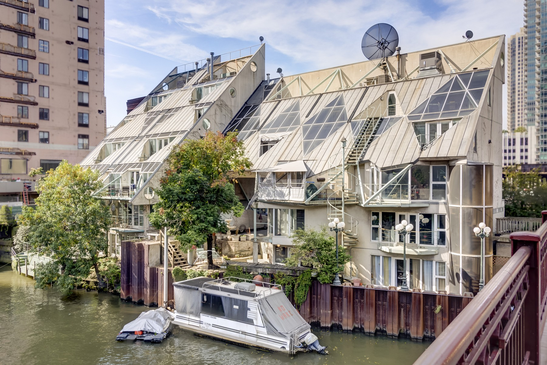 Townhouse for Sale at Harry Weese River Cottage 365 N Canal Street Near North Side, Chicago, Illinois 60606 United States