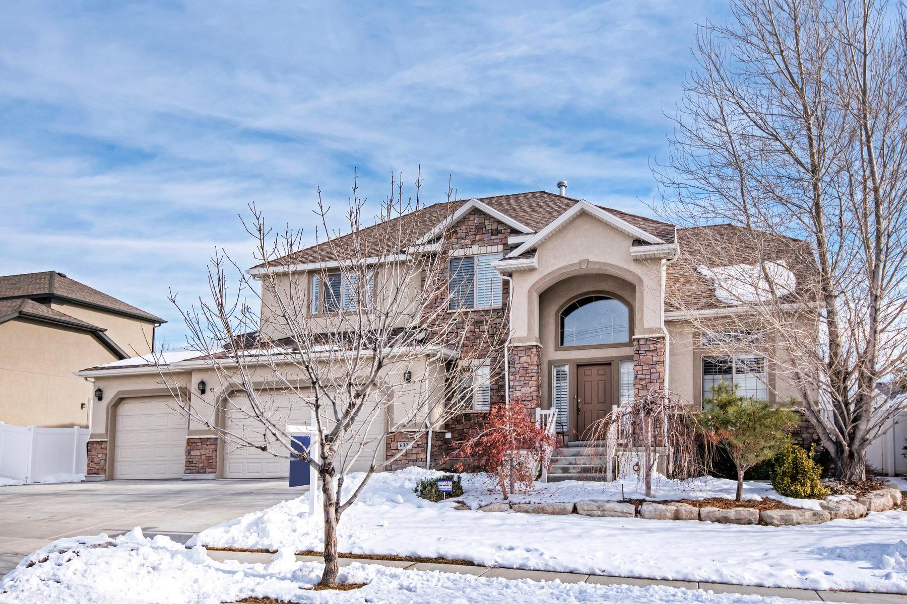 Maison unifamiliale pour l Vente à Beautiful Ivory Ridge Home 6309 S Mount Logan Wy Taylorsville, Utah 84129 États-Unis