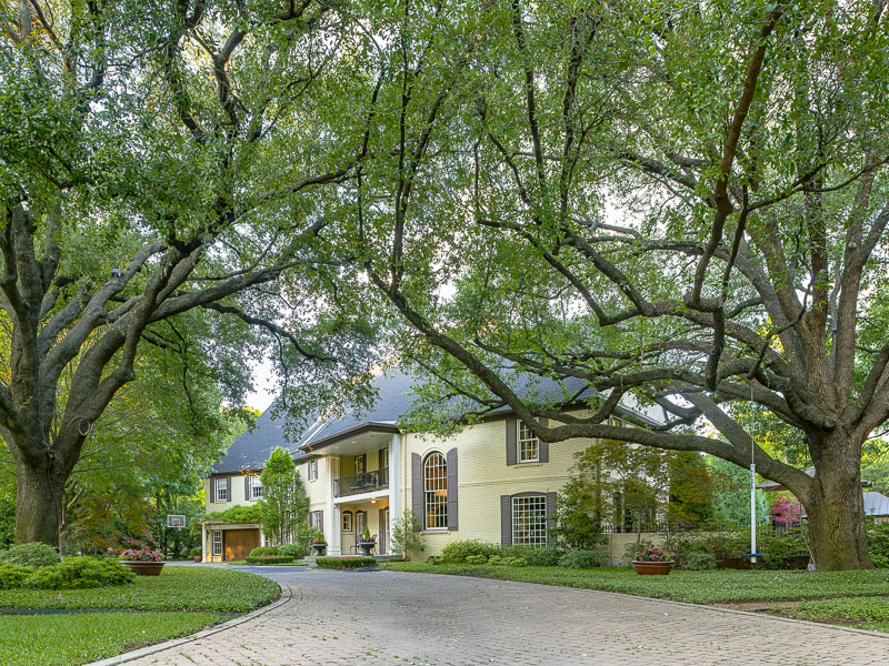 Maison unifamiliale pour l Vente à Stunning Estate in Preston Hollow 9446 Hathaway Street Dallas, Texas, 75220 États-Unis