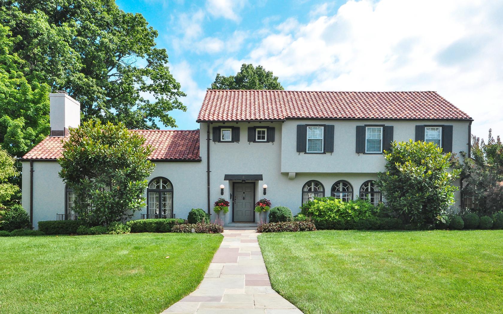 Single Family Home for Sale at 8 Bonmar 8 Bonmar Road Pelham, New York, 10803 United States