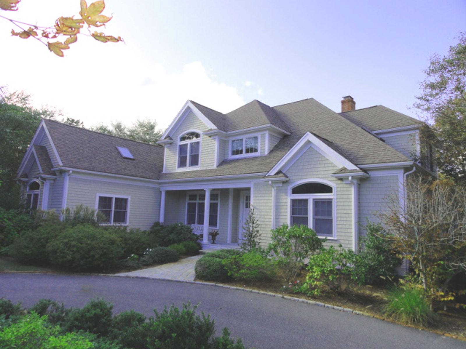 獨棟家庭住宅 為 出售 在 ORIGINAL BUILDERS HOME WITH ARCHITECTURAL DETAILING THROUGHOUT 35 Slice Way New Seabury, 麻塞諸塞州, 02649 美國在/周邊: Mashpee