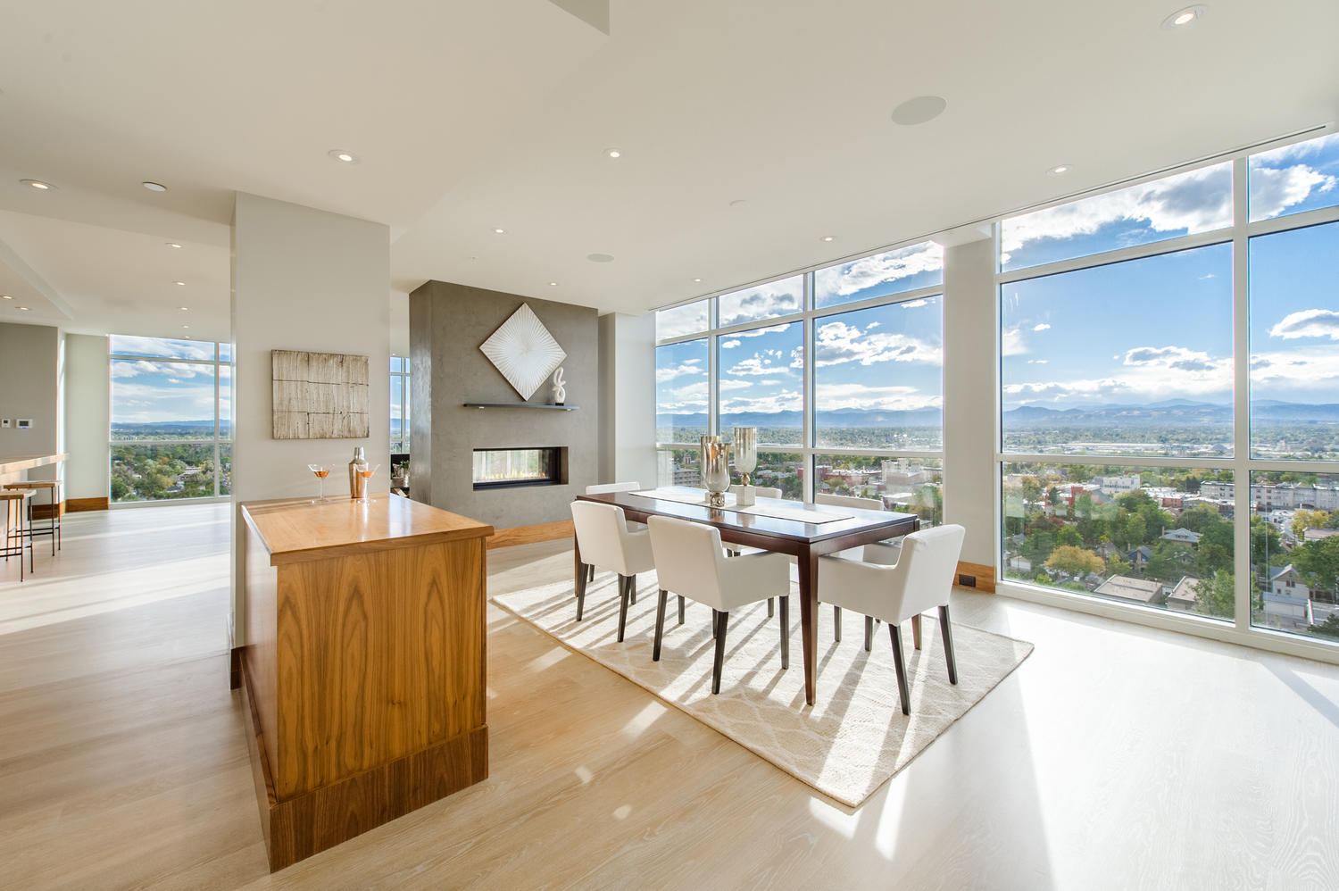 Кондоминиум для того Продажа на Striking Contemporary Penthouse in the Heart of Denver 400 East 3rd Avenue #1702 Denver, Колорадо, 80203 Соединенные Штаты